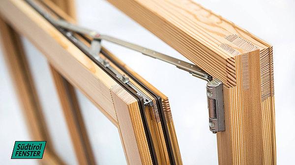 Quanto costano gli infissi in legno prezzi guidaedilizia for Prezzo infissi legno