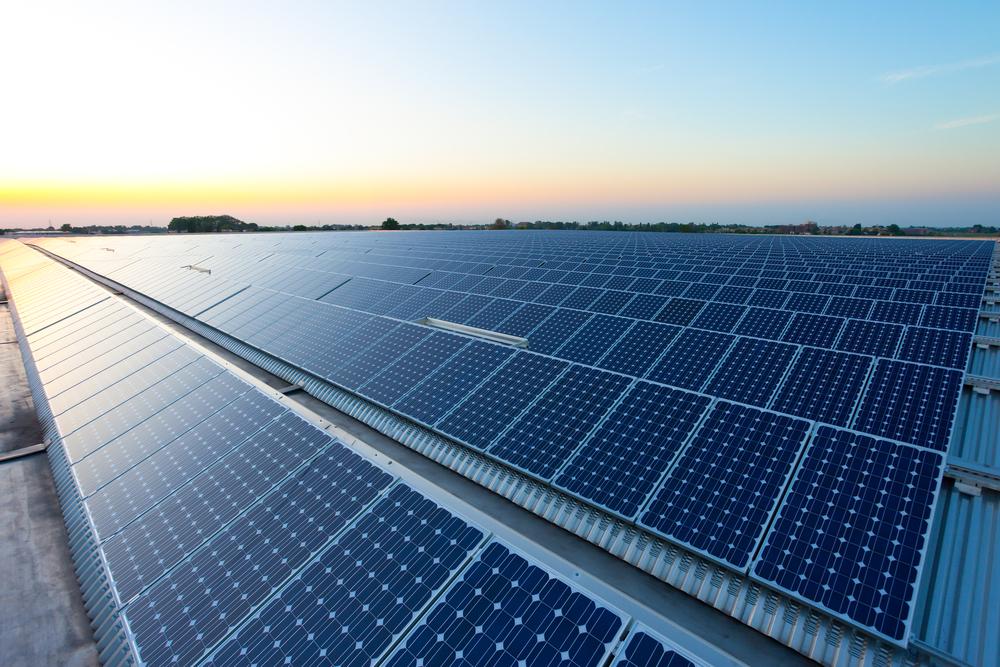 La missione di Greenpeace: accendere il sole in tutta Italia